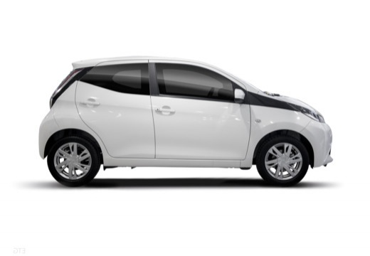 Toyota Aygo IV hatchback biały boczny prawy