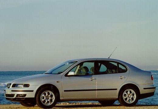 SEAT Toledo sedan silver grey przedni lewy