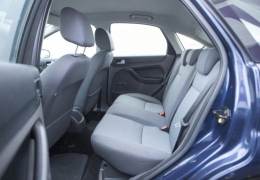 FORD Focus III hatchback wnętrze