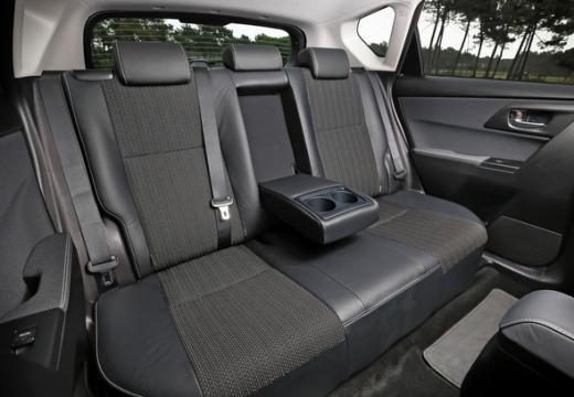 Toyota Auris I hatchback wnętrze