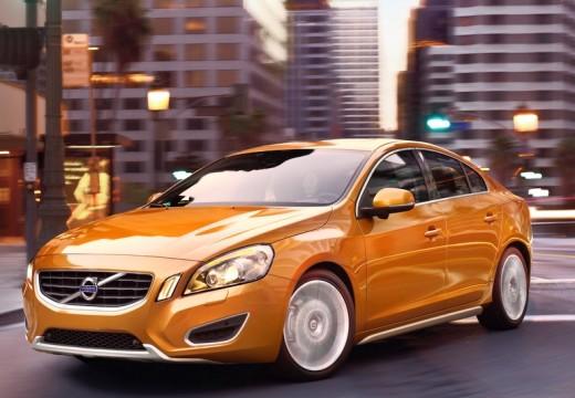 VOLVO S60 sedan pomarańczowy przedni lewy