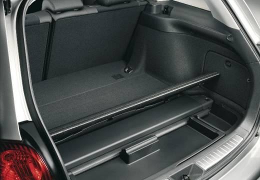 Toyota Avensis IV kombi silver grey przestrzeń załadunkowa
