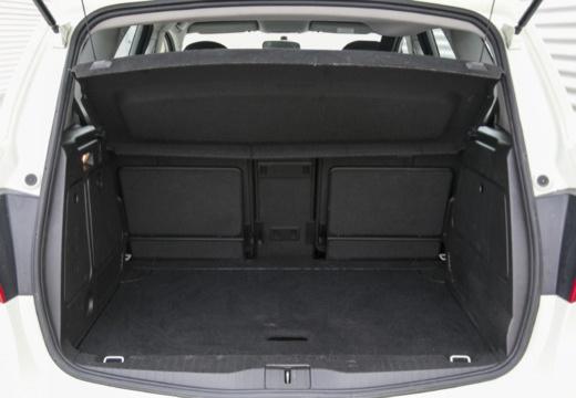 OPEL Meriva III hatchback przestrzeń załadunkowa