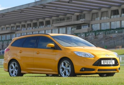FORD Focus V kombi żółty przedni prawy