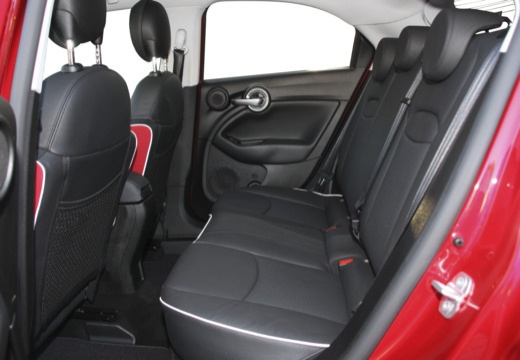 FIAT 500 hatchback czerwony jasny wnętrze