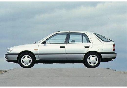 NISSAN Sunny II hatchback silver grey boczny lewy