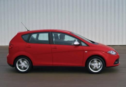 SEAT Altea I hatchback czerwony jasny boczny prawy