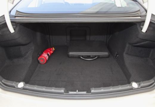BMW Seria 6 F13 I coupe przestrzeń załadunkowa