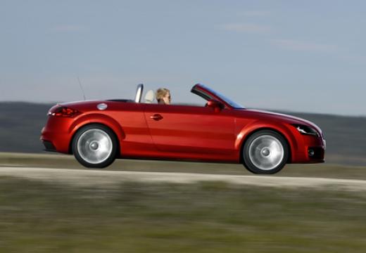 AUDI TT II roadster czerwony jasny boczny prawy
