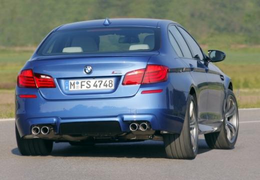 BMW Seria 5 F10 I sedan niebieski jasny tylny prawy