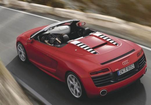 AUDI R8 roadster czerwony jasny tylny lewy