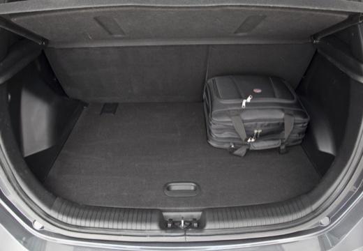 HYUNDAI ix20 hatchback szary ciemny przestrzeń załadunkowa