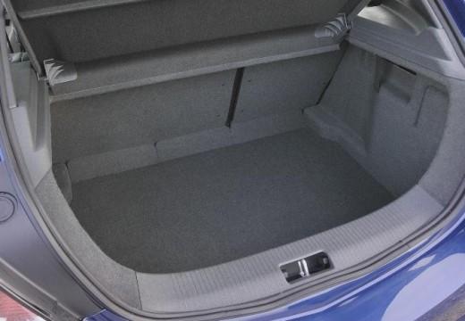 OPEL Astra III GTC I hatchback niebieski jasny przestrzeń załadunkowa