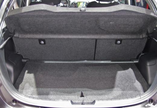 Toyota Yaris VII hatchback przestrzeń załadunkowa