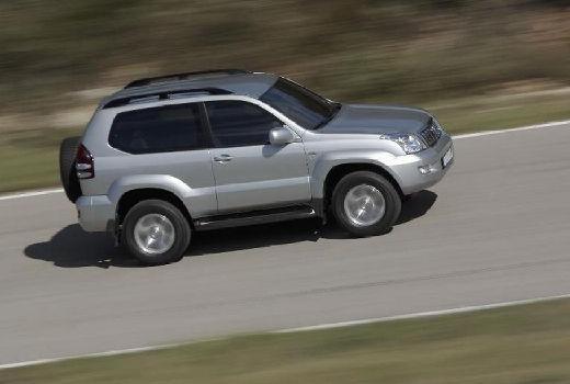Toyota Land Cruiser 120 kombi silver grey boczny prawy