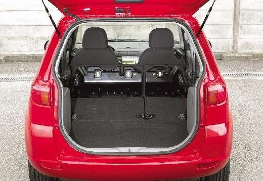 MAZDA 2 I hatchback czerwony jasny przestrzeń załadunkowa