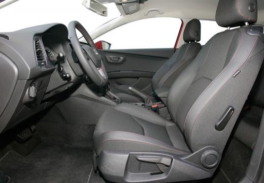 SEAT Leon IV hatchback czerwony jasny wnętrze
