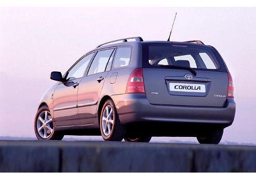 Toyota Corolla kombi czarny tylny lewy