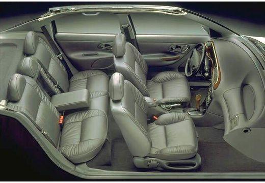 FORD Mondeo II hatchback wnętrze
