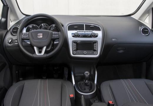 SEAT Altea II hatchback biały tablica rozdzielcza
