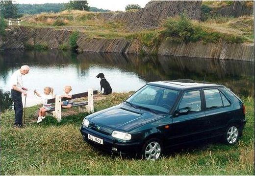 SKODA Felicia I hatchback czarny przedni lewy