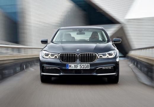 BMW Seria 7 sedan szary ciemny przedni