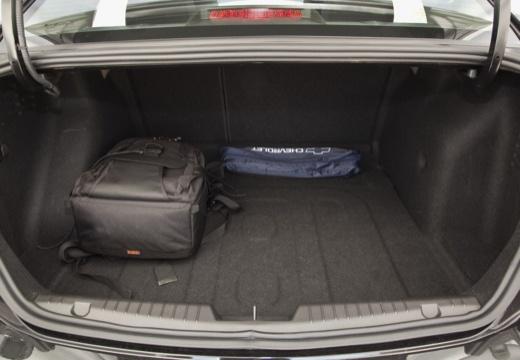CHEVROLET Cruze I sedan czarny przestrzeń załadunkowa