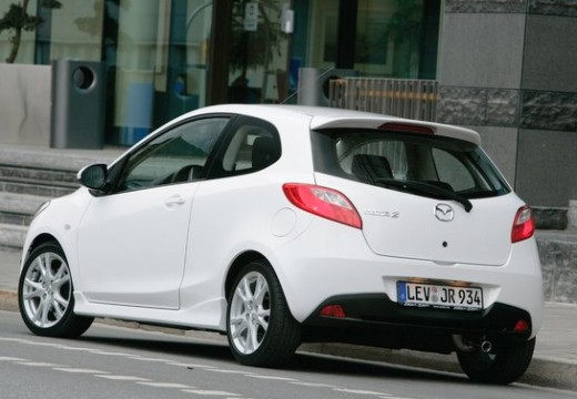 MAZDA 2 II hatchback biały tylny lewy