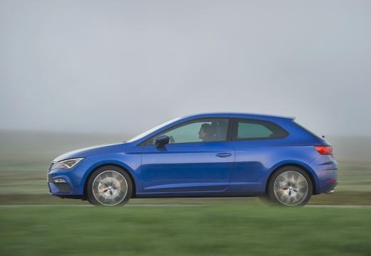 SEAT Leon hatchback niebieski jasny boczny prawy