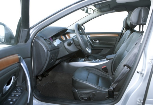 RENAULT Laguna III I hatchback wnętrze