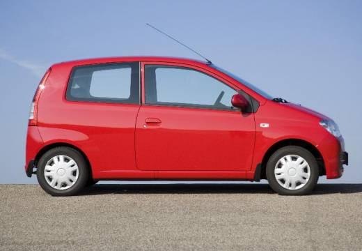 DAIHATSU Cuore hatchback czerwony jasny boczny prawy