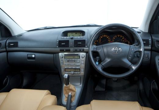 Toyota Avensis III kombi czarny tablica rozdzielcza