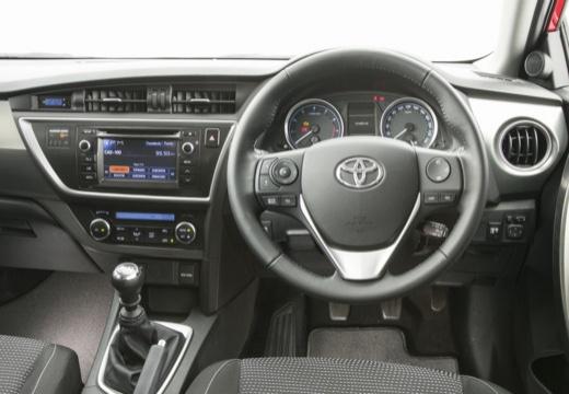Toyota Auris I hatchback czerwony jasny tablica rozdzielcza