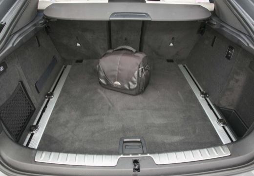 BMW X6 hatchback szary ciemny przestrzeń załadunkowa