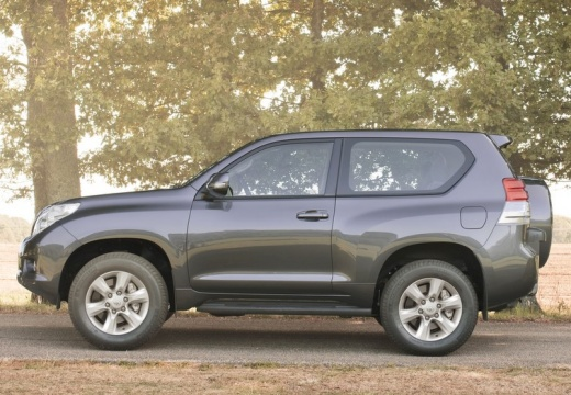 Toyota Land Cruiser 150 I kombi czarny boczny lewy