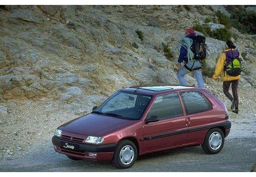 CITROEN Saxo hatchback czerwony jasny przedni lewy