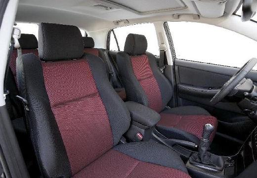 Toyota Corolla VII hatchback wnętrze