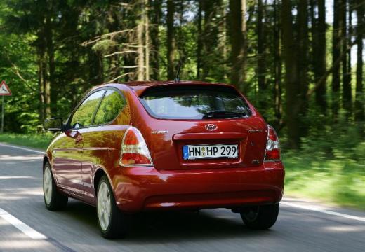 HYUNDAI Accent hatchback czerwony jasny tylny lewy