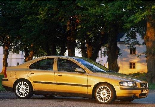 VOLVO S60 I sedan złoty przedni prawy