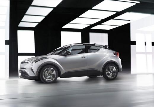 Toyota C-HR hatchback silver grey boczny lewy