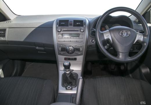 Toyota Corolla I sedan tablica rozdzielcza