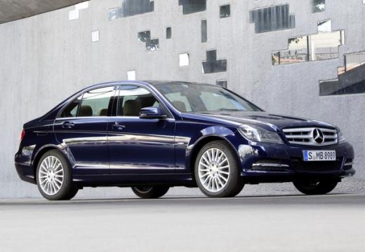 MERCEDES-BENZ Klasa C W 204 II sedan niebieski jasny przedni prawy