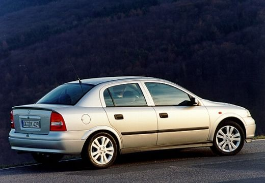 OPEL Astra II 1.4 Club Sedan 90KM (benzyna)