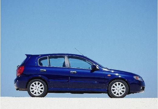 NISSAN Almera II II hatchback niebieski jasny boczny prawy