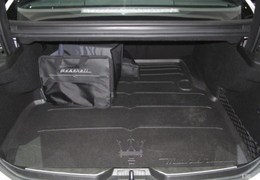 MASERATI Quattroporte V sedan przestrzeń załadunkowa