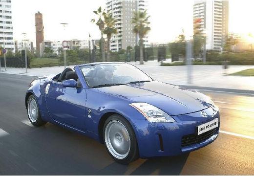 NISSAN 350 Z roadster niebieski jasny przedni prawy