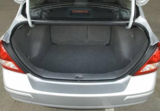 NISSAN Tiida sedan silver grey przestrzeń załadunkowa