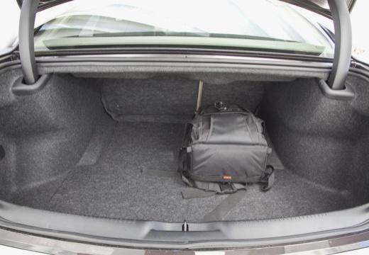 LANCIA Thema III sedan czarny przestrzeń załadunkowa