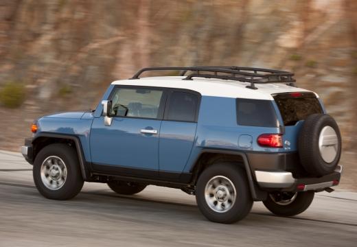 Toyota FJ Cruiser kombi niebieski jasny tylny lewy