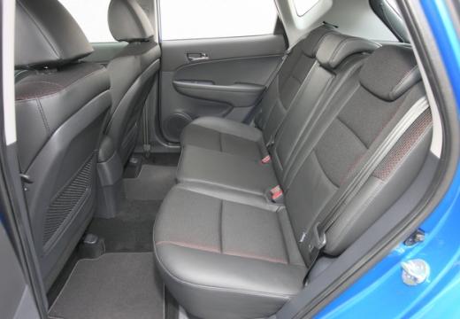 HYUNDAI i30 II hatchback wnętrze